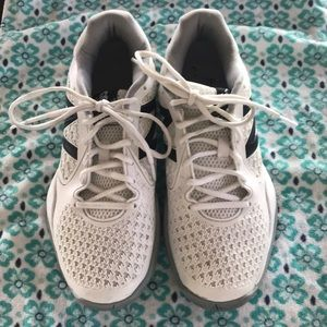 New balance court shoes